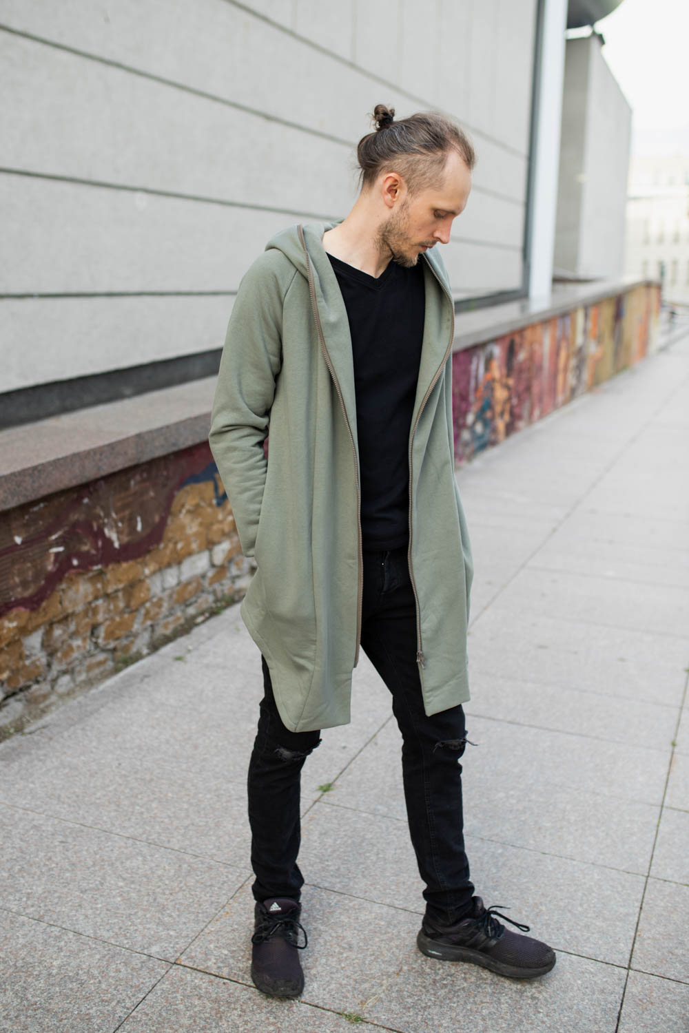 Jumper with zipper, big hood and side pockets 'WIND'