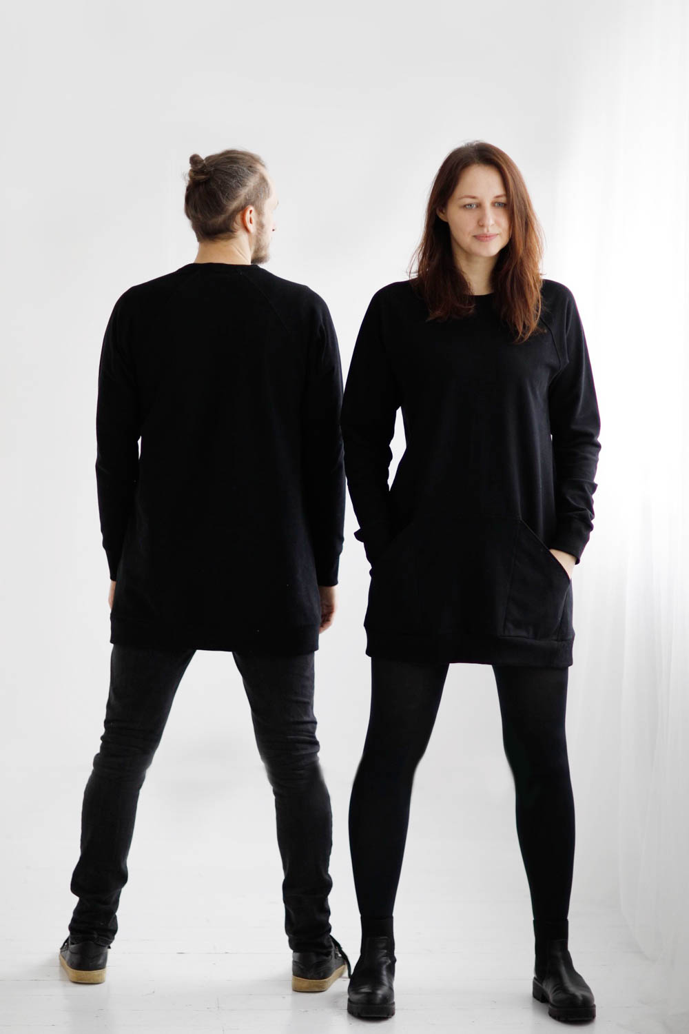 Unisex black long jumper with pockets